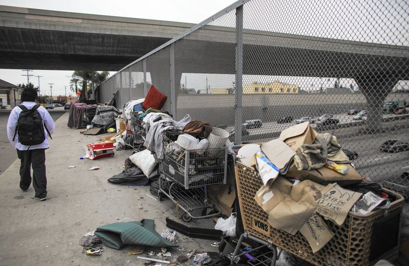 Rotting_Trash_Fuels_Health_Concerns_in_Los_Angeles_03