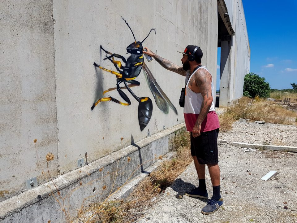 StreetArt_ODEITH_details-on-a-mud-wasp