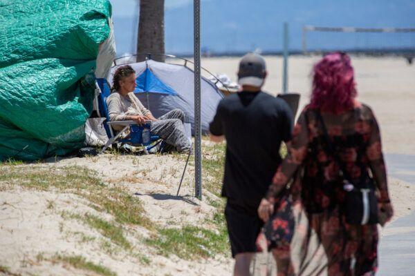 Venice-Beach-Homelessness_04